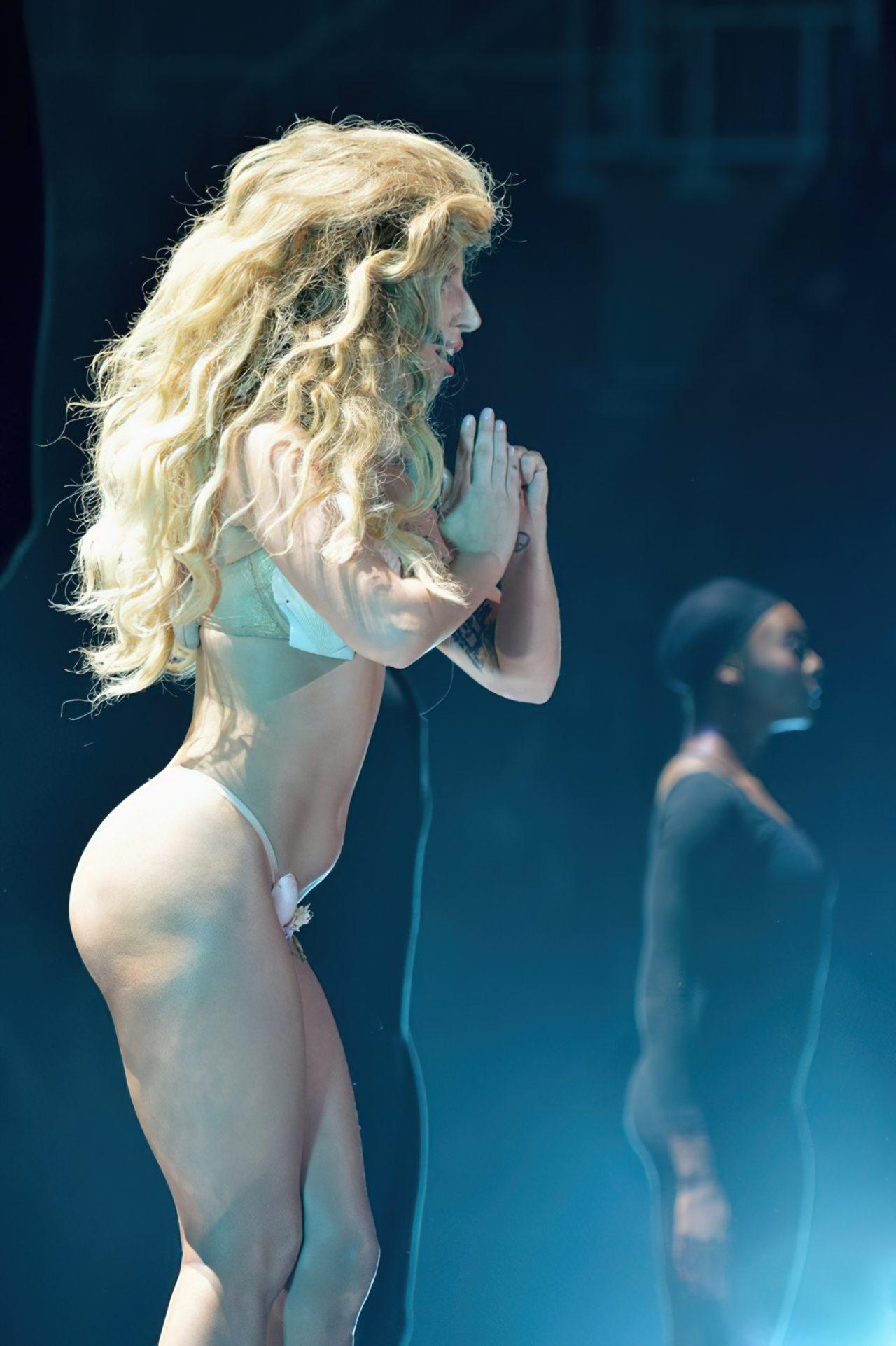 Lady Gaga Biquini (5)