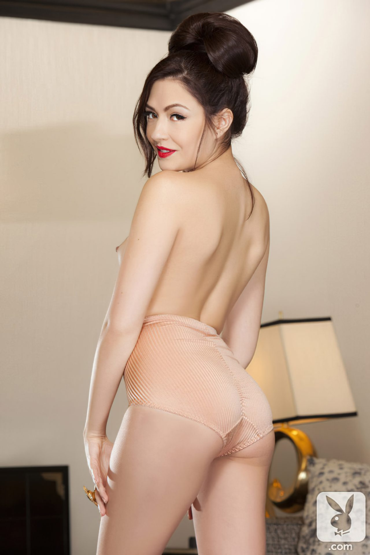 Cassie Laine (32)
