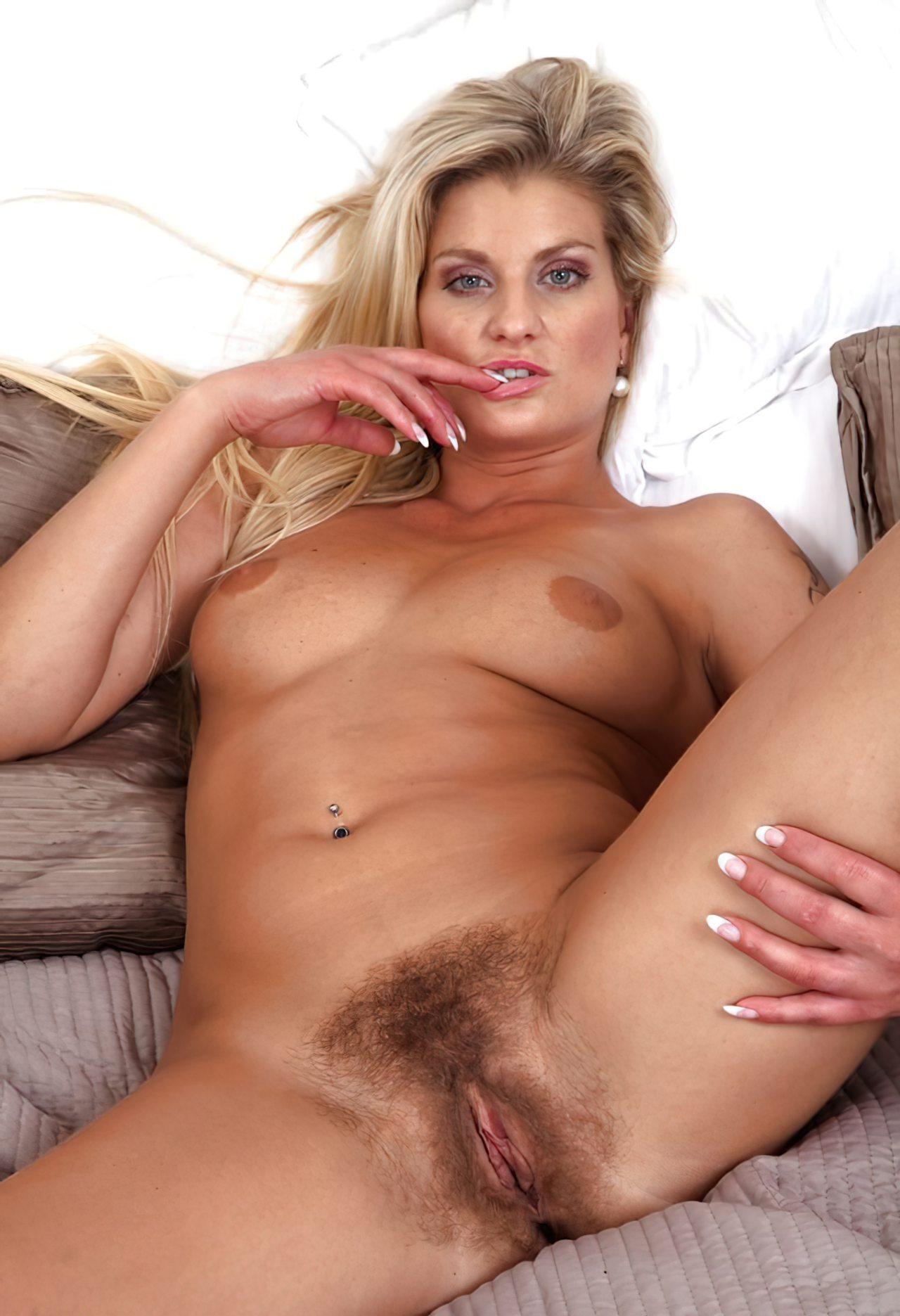 Mulher com Buceta Peluda (8)