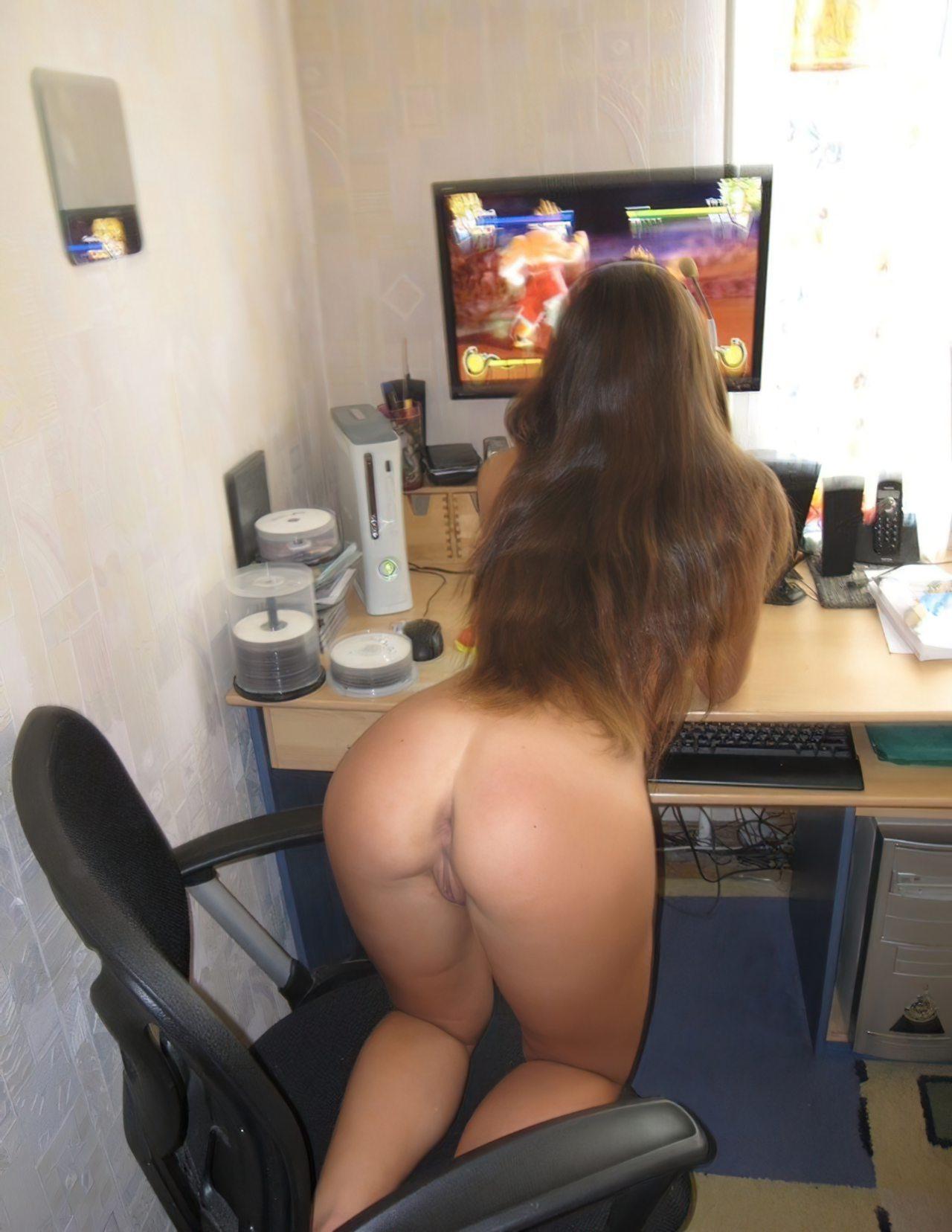 Namorada Jogando na Xbox