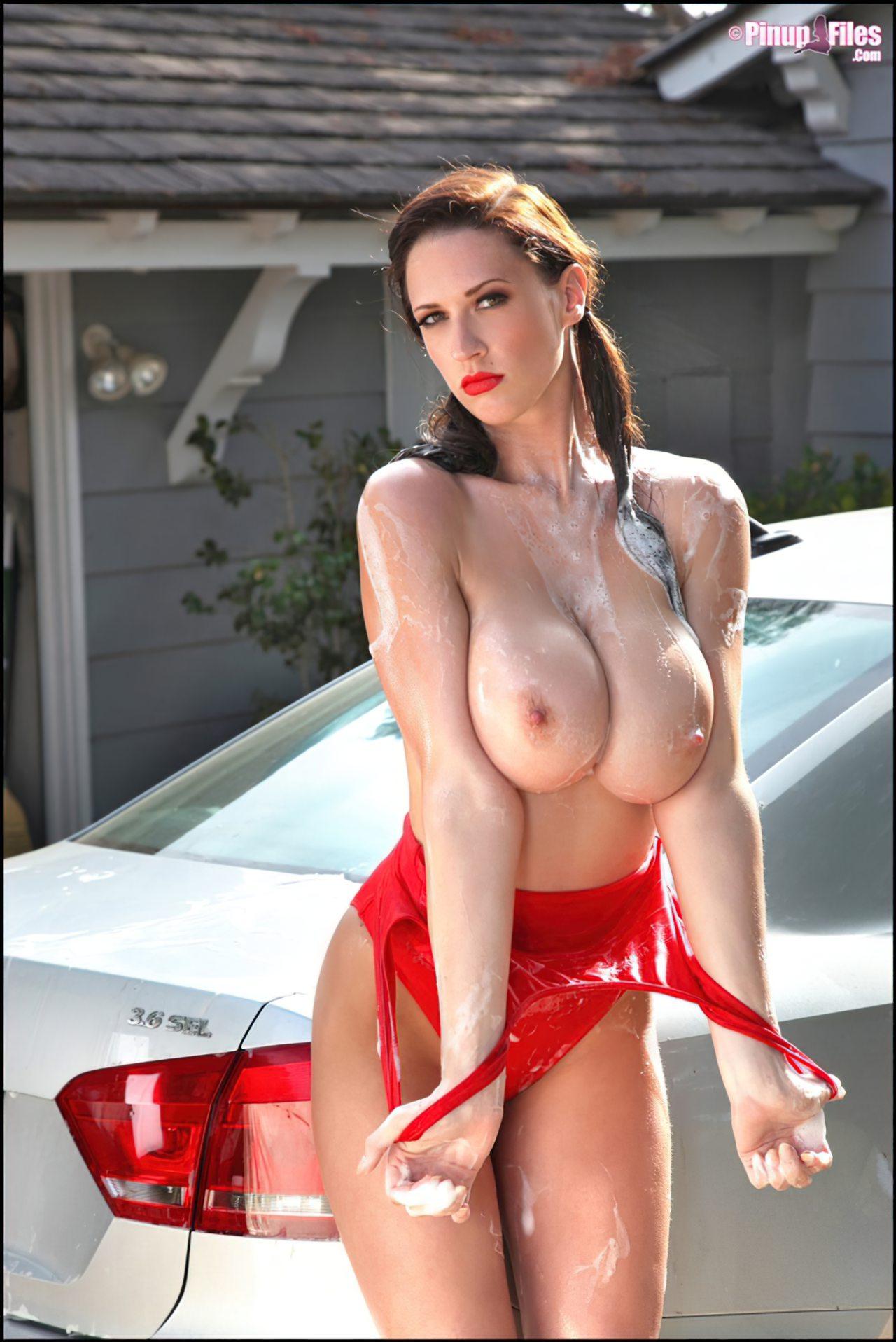 Mulher Lavando o Carro (25)
