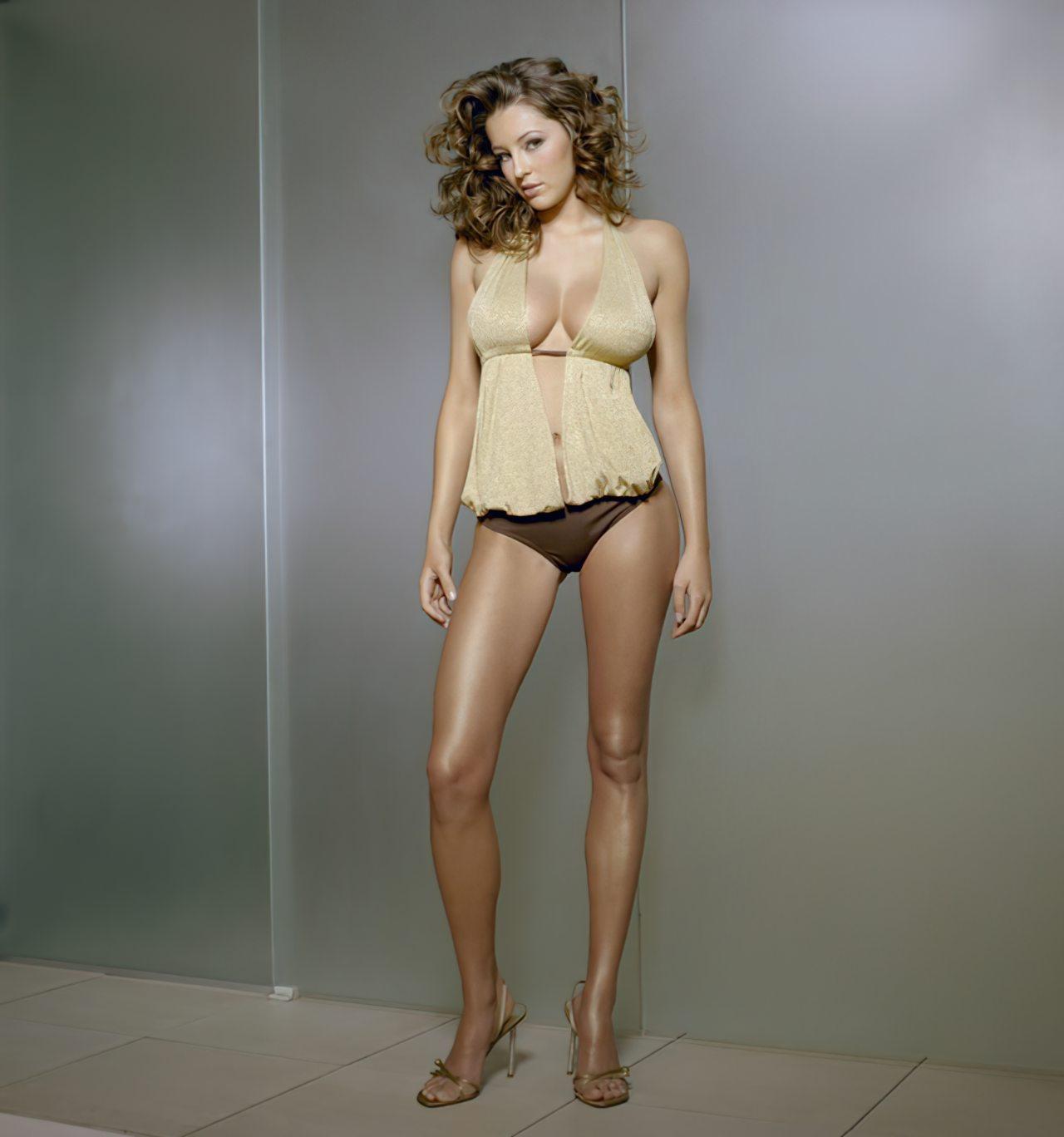 Keeley Hazell (1)