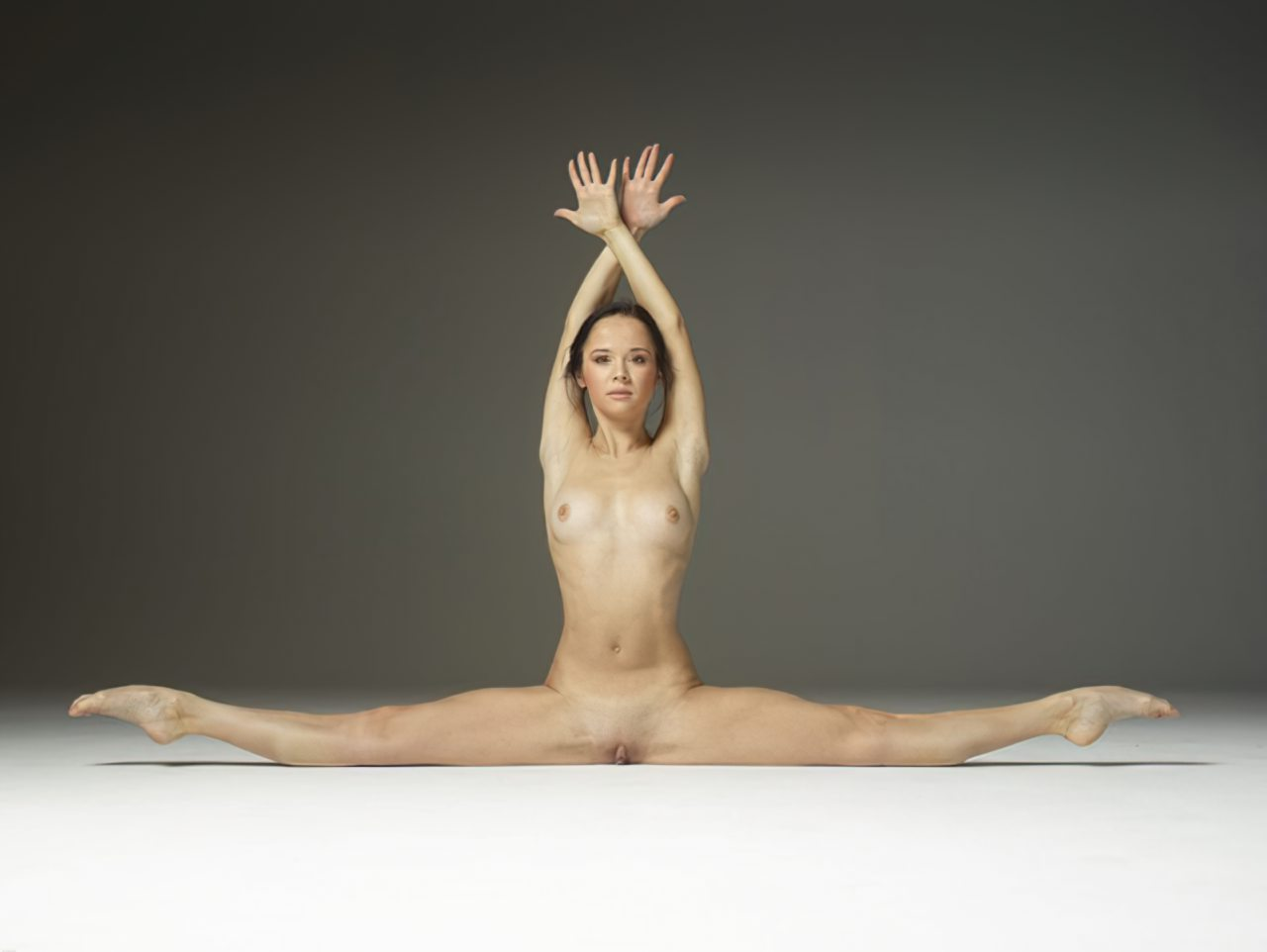 Mulher Flexivel Pelada (1)