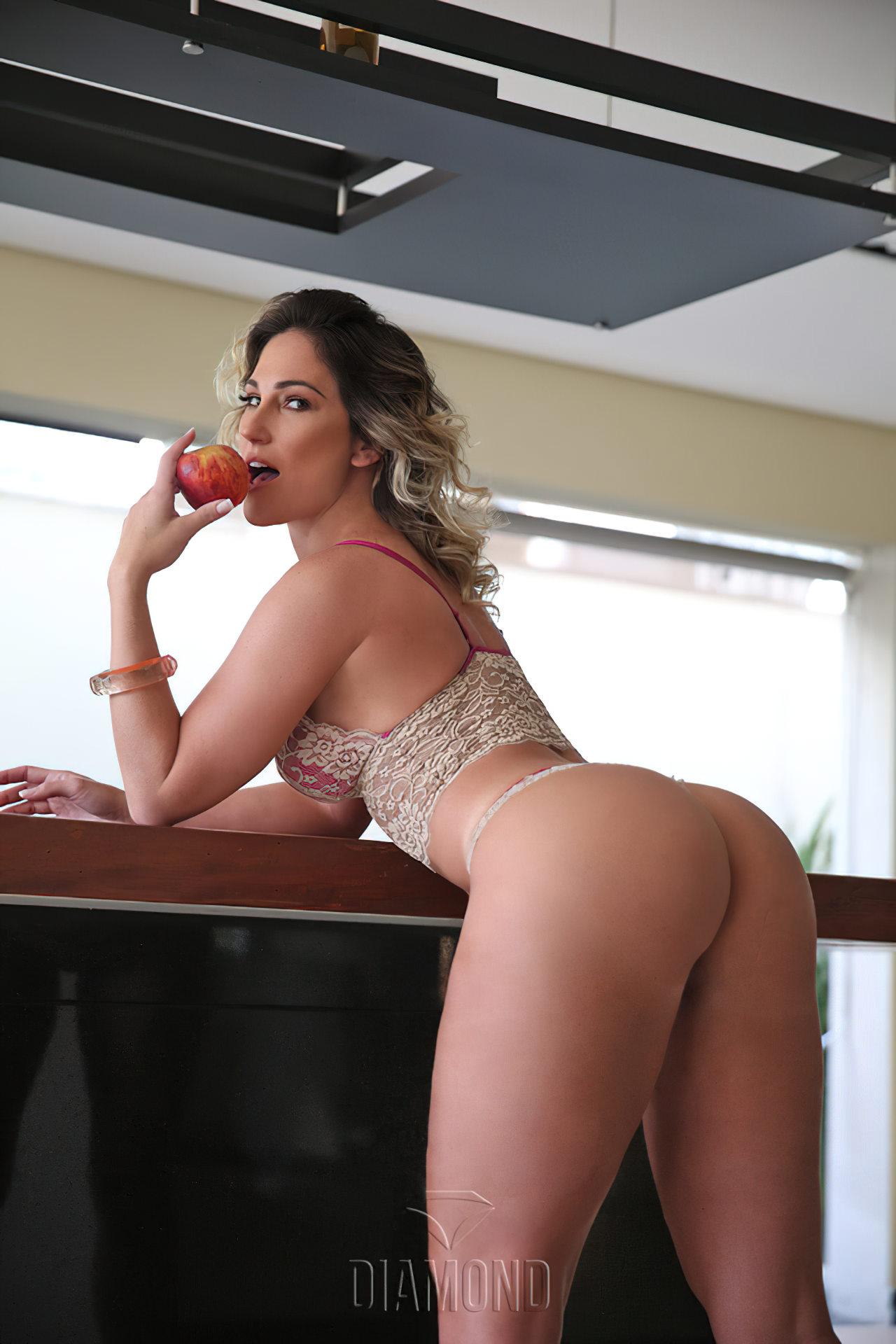 Ana Lucia Fernandes Nua (5)