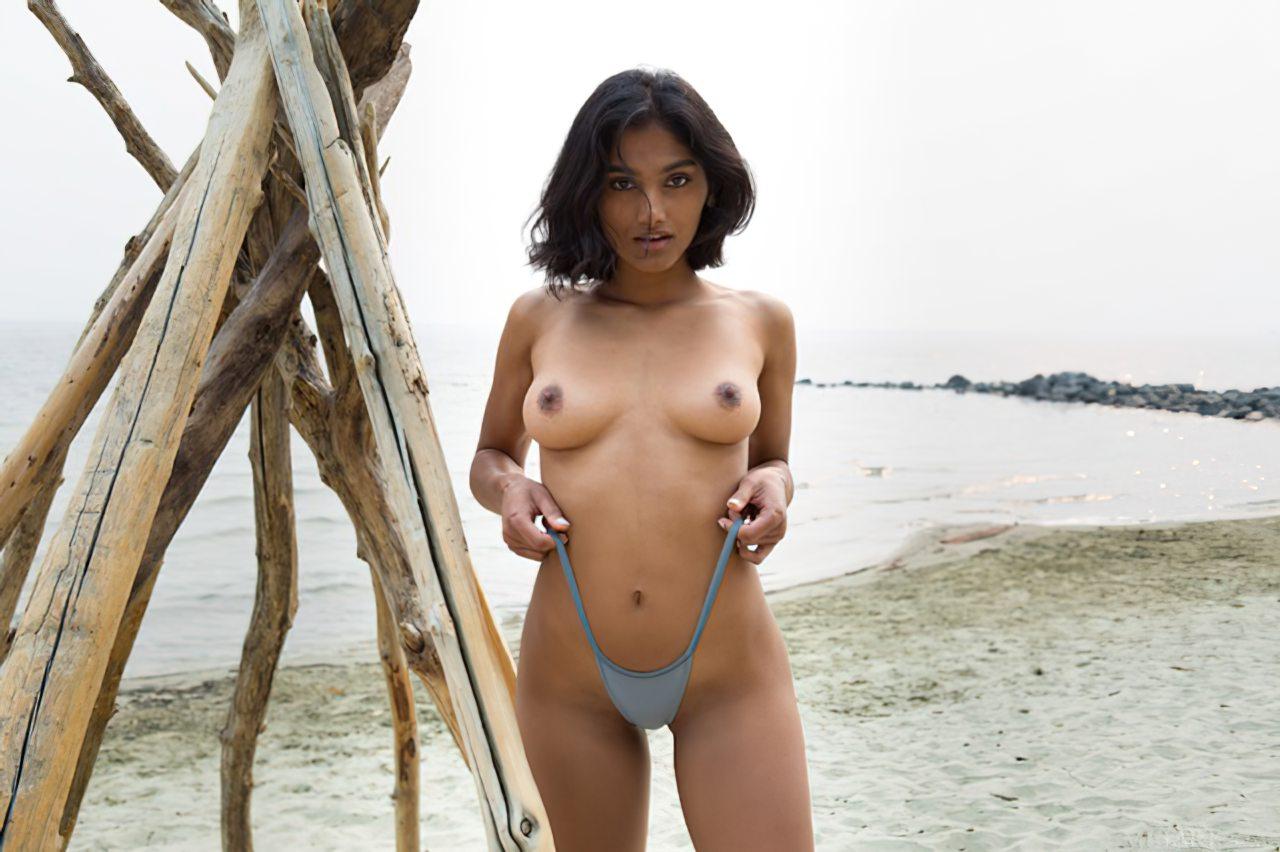 Morena Linda na Praia (5)