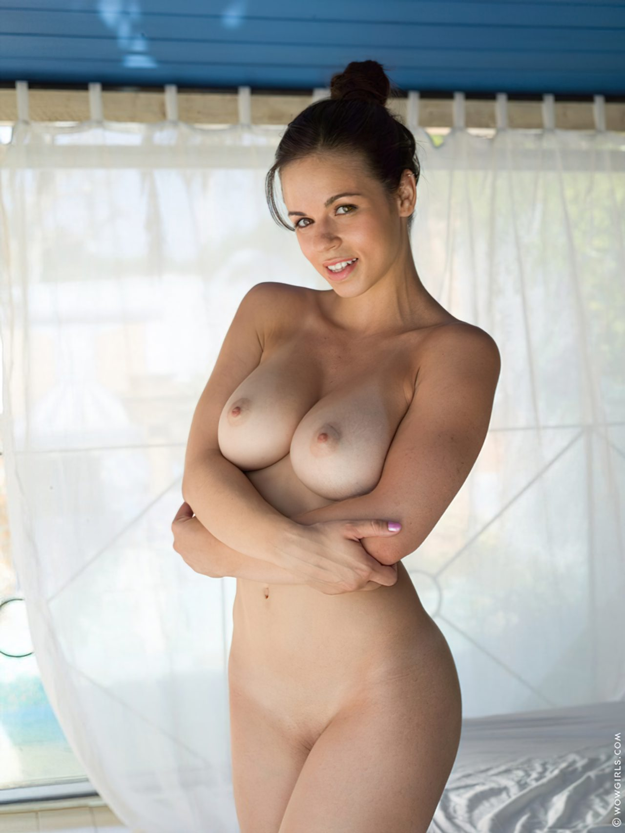 Mulher Nova Fazendo Striptease (6)
