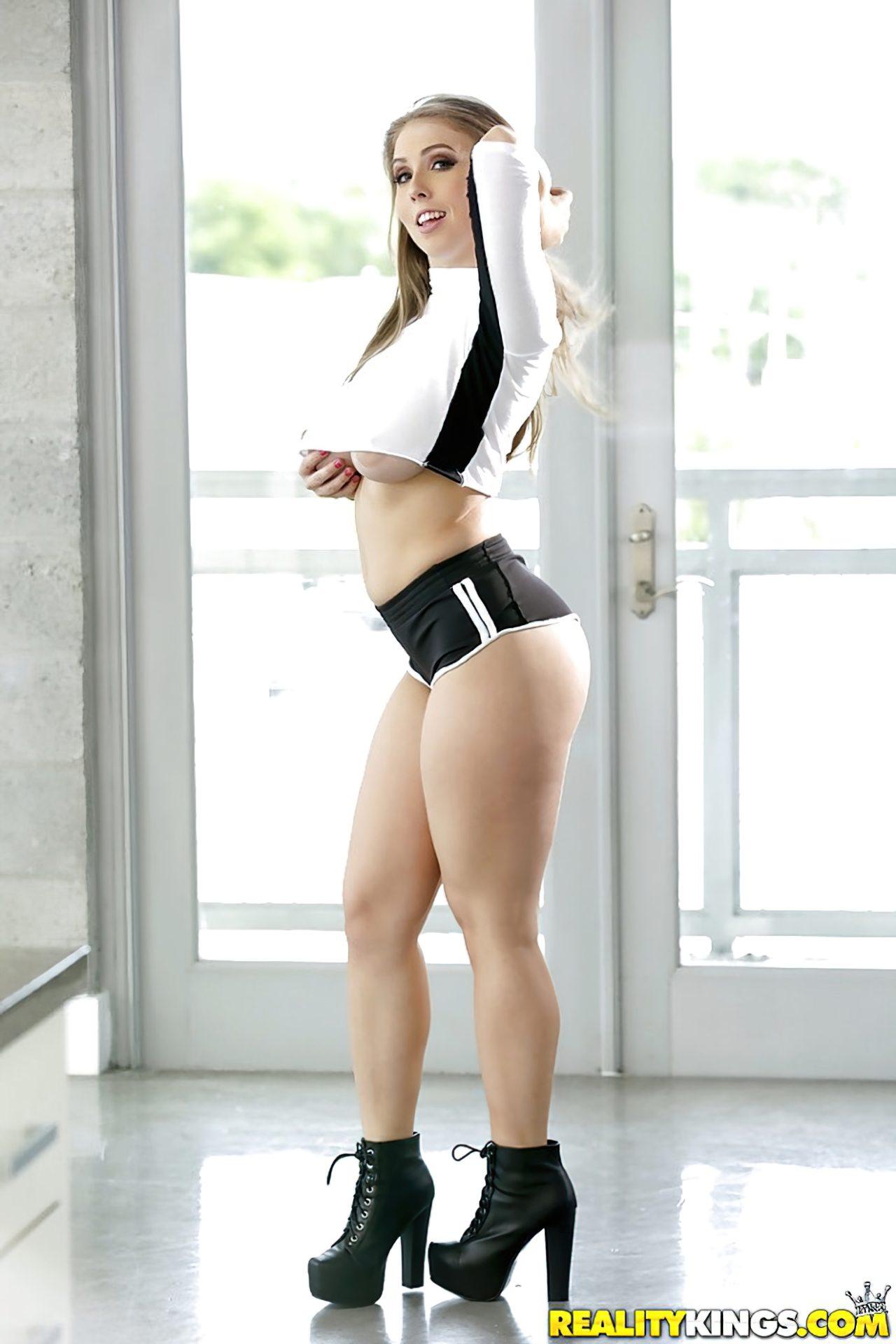 Lena Paul Striptease (1)