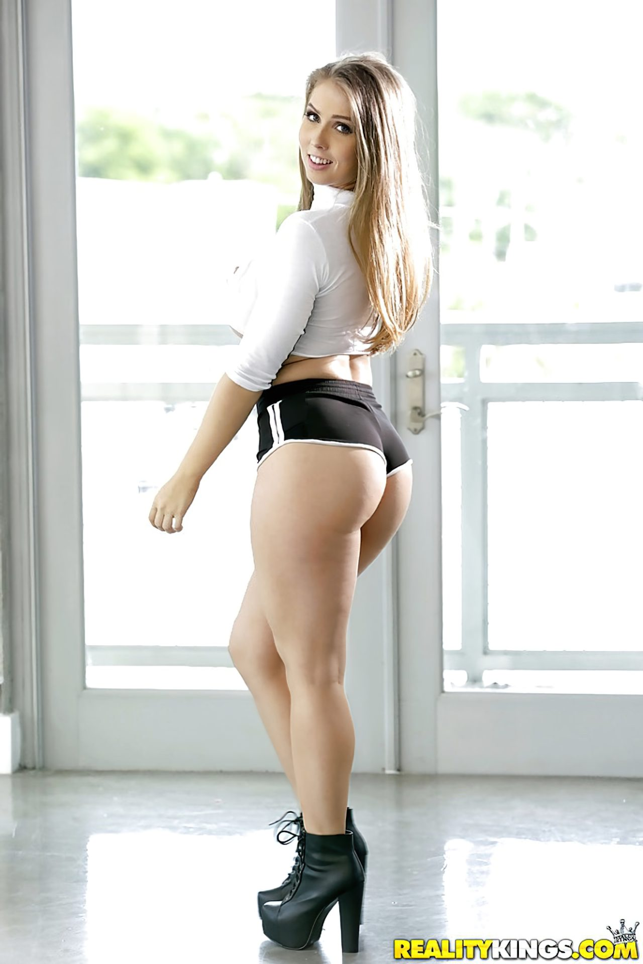 Lena Paul Striptease (2)